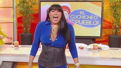 Sin Rollos: ¡Liliana Rodríguez sufre para lograr ponerse una faja!