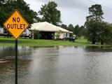 Barry deja fuertes lluvias a su paso por Louisiana y sigue el riesgo de inundaciones