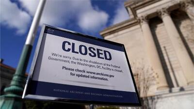 Los empleados públicos federales empiezan a sufrir los efectos del cierre parcial del gobierno