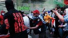 Detienen a dos docenas de manifestantes pro-Israel y pro-Palestina tras enfrentamiento en Times Square
