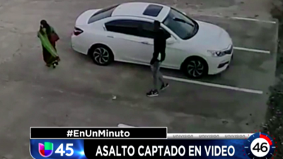 En Un Minuto Houston: Buscan a un sospechoso que fue captado en video mientras asaltaba a una mujer de India