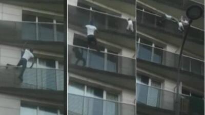 Mira el heroico momento en que este audaz 'hombre araña' salva a un niño de caer de un balcón