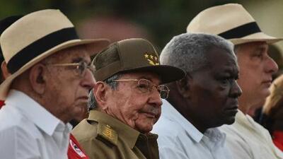 ¿Qué puede haber detrás de la decisión de Raúl Castro de posponer su salida de la presidencia de Cuba?