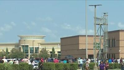 Suspenden el toque de queda en escuela cercana a Houston tras falso reporte de tiroteo que causó alarma