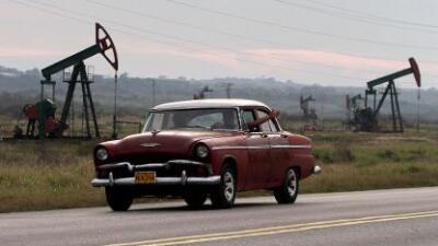 EEUU impone sanciones a una empresa estatal cubana para debilitar a Maduro