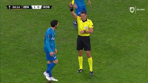 Tarjeta amarilla. El árbitro amonesta a Magomed Ozdoev de Zenit St Petersburg