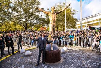 Se hizo bronce: Zlatan Ibrahimovic fue a Suecia para inaugurar una estatua que lo homenajea