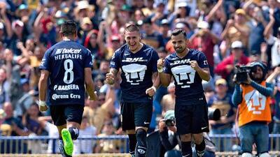 Ante Santos, 'Nico' Castillo obtuvo su diploma universitario con doblete de tres puntos