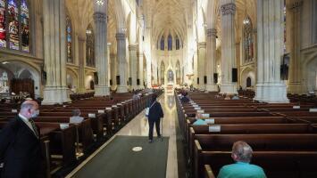Fallo de la Corte Suprema impide limitar la capacidad en centros de culto de Nueva York y otros estados