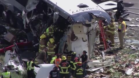 Choque entre autobús de Greyhound y camión de carga deja al menos cuatro muertos en Nuevo México