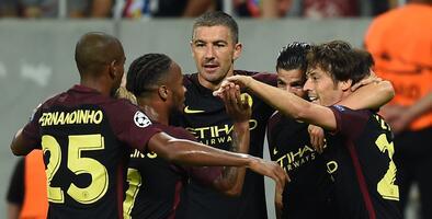 Manchester City tiene pie y medio en fase de grupos de la Champions al golear al Bucarest