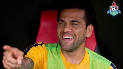 Rumores de Europa | Dani Alves sí regresaría al Barcelona, el nuevo defensa más caro y el destino de Omar Govea