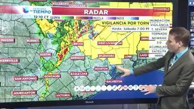 Se emite vigilancia por tornado para áreas al norte de Houston debido a las tormentas que se avecinan