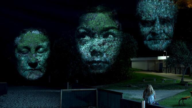 Con proyecciones 3D en arboles rinden homenaje a cinco residentes de Houston