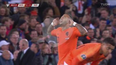 ¡De punterazo! Depay firma el empate para Holanda