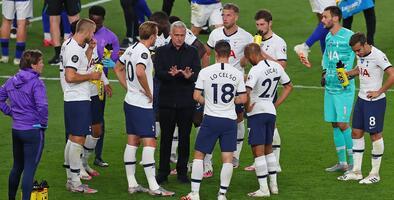 Tottenham le promete a Mourinho que no venderá a sus estrellas