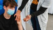 ¿Qué debo saber sobre la vacuna contra el coronavirus para menores entre 12 y 15 años de edad?