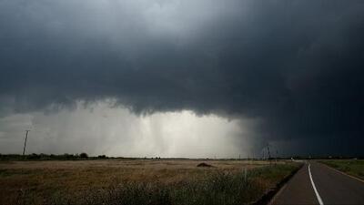 Millones de personas en el centro del país están en alerta y le hacen frente al azote de severas tormentas