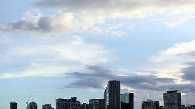 Condiciones cálidas y algunas lluvias aisladas le esperan a Miami durante la tarde de miércoles