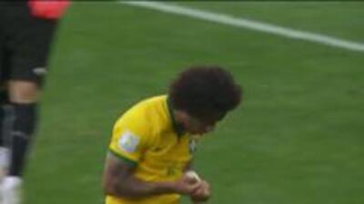 Goooolll!!! Marcelo Da Silva Júnior anota su penalti para el Brasil