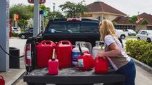"""""""Tenemos que controlar el pánico"""": Advierten de los peligros de almacenar combustible tras la escasez de gasolina"""