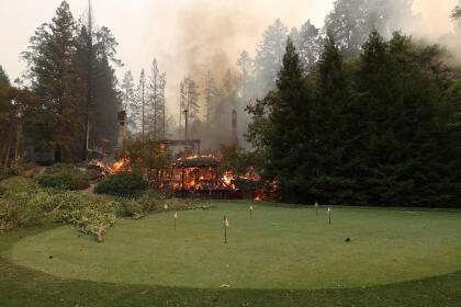 Algunas estructuras del lujoso Meadowood Resort en el Valle de Napa terminaron reducidas a cenizas a causa del incendio, entre ellas uno de los restaurantes más famosos de California galardonado con tres estrellas Michelin.