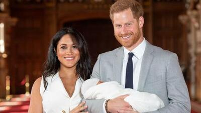 Meghan Markle y el príncipe Harry presentan a su bebé y revelan cómo lo llamarán