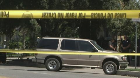 Un sospechoso muerto y dos policías heridos, el saldo de un enfrentamiento a tiros en el occidente de Los Ángeles