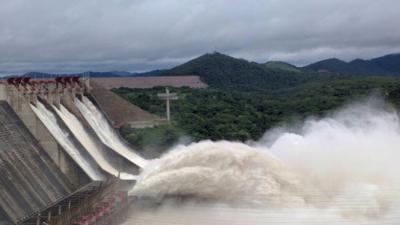 """""""Que salga el agua, libre y soberana"""": la orden militar que provocó el desbordamiento de la represa que genera la luz en Venezuela"""