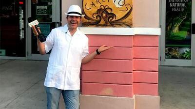 Con un cafecito cubano y un buen tabaco, Carlos Calderón se sintió en La Habana estando en Miami
