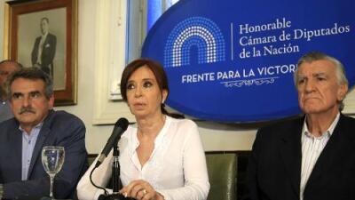 "Acusan a la expresidenta argentina Cristina Fernández de ""traición a la patria"" por un pacto con Irán"