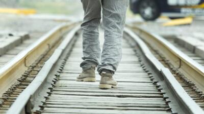 """El migrante que camina por las vías de """"La Bestia"""" para ver al Papa"""