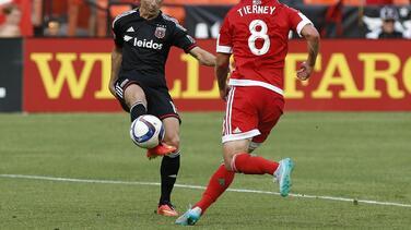 Chris Rolfe marca doblete y D.C. United remonta el partido para derrotar 2-1 a New England Revolution