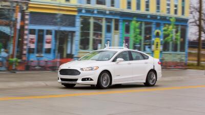 Ford prueba tecnología de conducción autónoma en ciudad  simulada