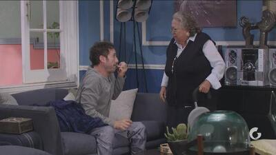 Vecinos   Doña Jovita obliga a Pedro a ir a misa