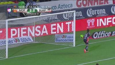 Zapatazo de Jordan Sierra por poco se convierte en el primer gol del partido