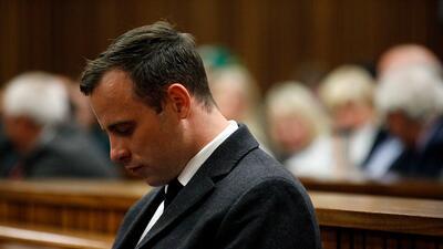 Oscar Pistorius es condenado a 6 años de cárcel por la muerte de su novia
