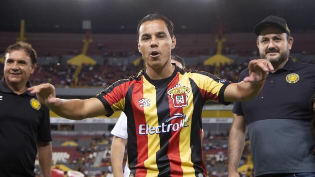 ¡Tres largos años! Omar Bravo volvió a jugar partido oficial de México