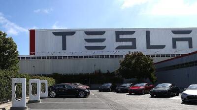Tesla enfrenta despidos y retrasos en la producción del Model 3