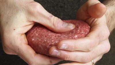 Brote de salmonela a nivel nacional provoca el retiro masivo de carne molida que podría estar contaminada