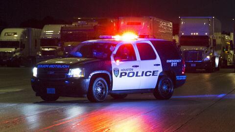 Veterano de la policía dispara a un sospechoso que habría intentado ingresar a su casa