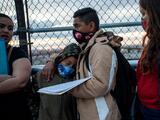 """""""Estamos desesperados"""": el sentimiento común de quienes tienen meses esperando en México por un asilo en EEUU"""