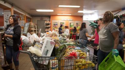 Esta opción podría disminuir a 40 dólares el costo de su compra de alimentos para la familia