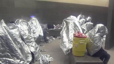 """""""Asquerosos y sobrepoblados"""", así califican inspectores a varios centros de detención migratoria en Texas"""