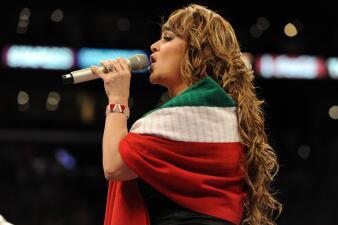 Se equivocaron en el peor momento: artistas a los que se les chispoteó el himno de México