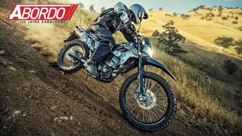 Enfrentando el desierto sobre la rediseñada Kawasaki KLX250 2018 | A Bordo