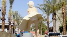 """""""Misógina y vergonzosa"""": la controversial estatua de Marilyn Monroe que divide a un pueblo de California"""