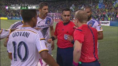 El árbitro central, Jair Marrufo, anula de forma polémica un gol a los Sounders