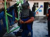 Freno al asilo de migrantes y poca protección a trabajadores esenciales: las fallas de EEUU en 2020 según Amnistía Internacional