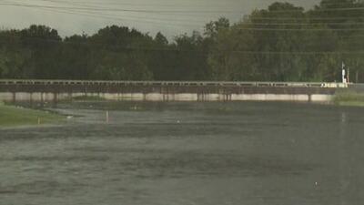 Vigilan los niveles de agua en ríos y arroyos del condado Harris por la tormenta tropical Imelda